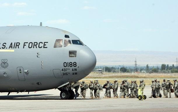Кыргызстан вручил США ноту с уведомлением о расторжении договора об американской военной базе