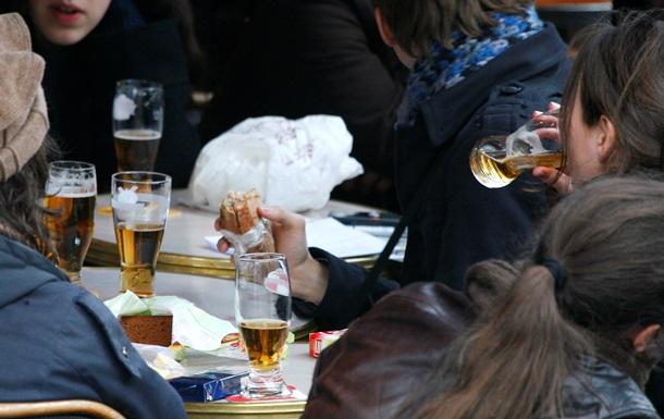 Исследование показало, где во Франции больше всего пьют и курят