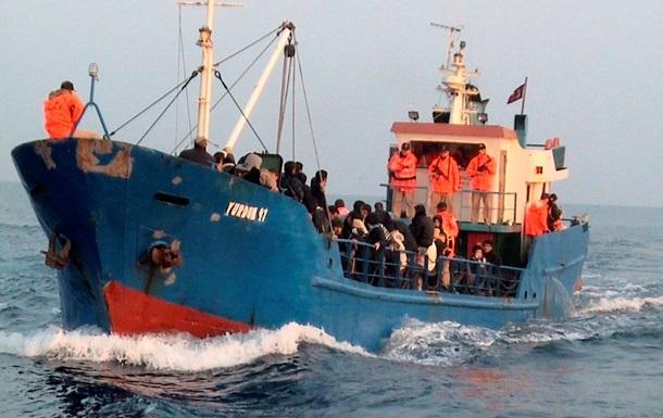 У берегов Греции перевернулось судно с нелегальными мигрантами