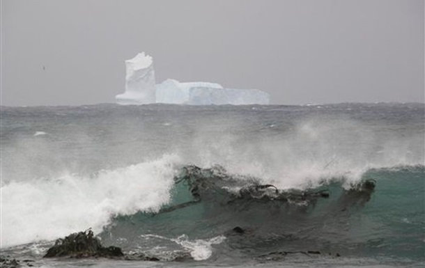 Отколовшийся в Антарктике айсберг может представлять угрозу для судов - ученые