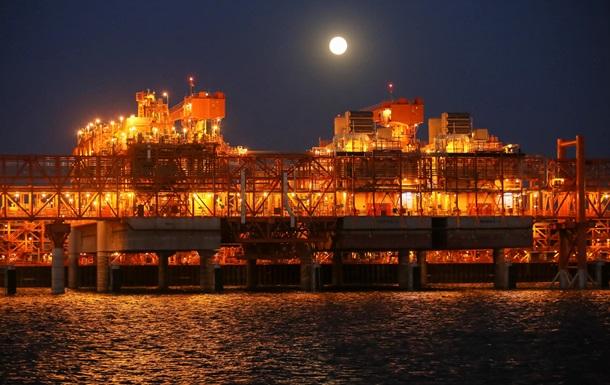 Кэш угнал. Сернистый газ пожирает нефтяные доходы одной из богатейших стран Азии - Reuters