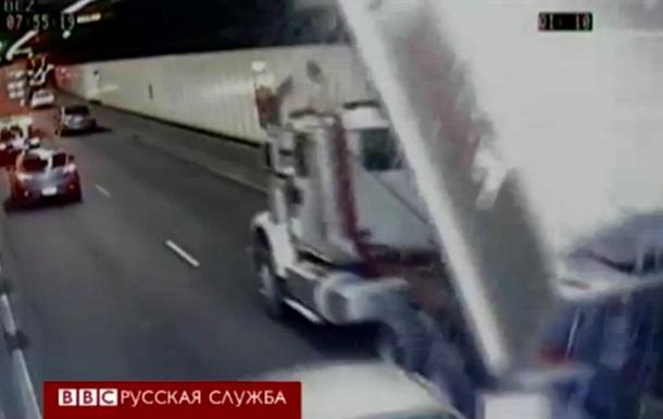 В Сиднее грузовик протаранил крышу туннеля