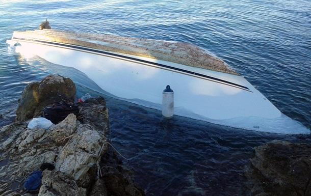 Арестованы подозреваемые в гибели 12 мигрантов, судно с которыми перевернулось у берегов Греции