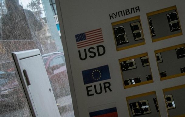 Межбанковские доллар и евро медлят близ сомневающейся в будущем гривны