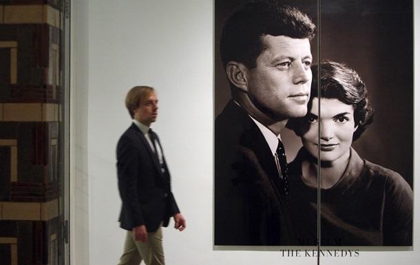 The New York Post: Информация о том, чем занимался Кеннеди с женой в самолете накануне смерти, засекречена до 2067 года