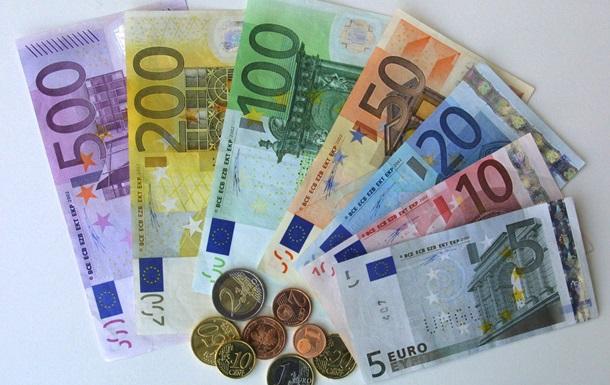 Жесткая экономия: суд решил оставить еврочиновников без повышения зарплат