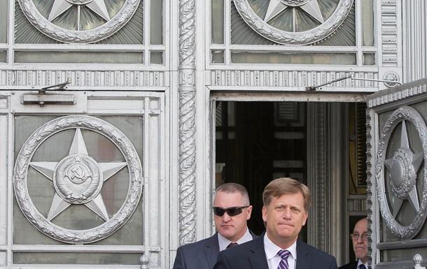 Посол США в РФ получил перелом пальцев