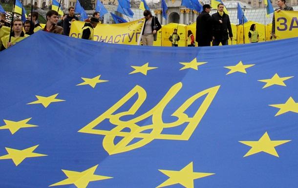 Постпред РФ при ЕС: Киев больше не сможет комфотно сидеть на двух стульях