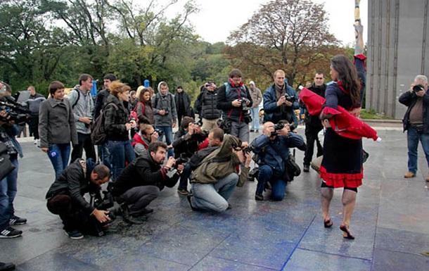 Танец с веником от креативных друзей Азарова (ВИДЕО)