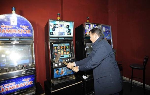 Олег Ляшко розгромив залу гральних автоматів у Чернігові