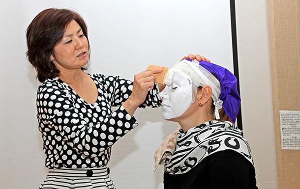 Японцы обучали черниговчан искусству макияжа и икебаны