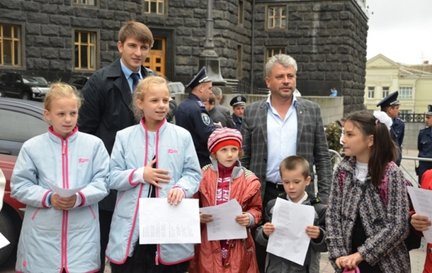 За підтримки депутатів-свободівців школярі філії ЗОШ № 12 мітингували у Києві