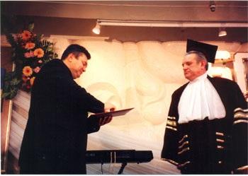 Янукович віддячив  герою  за  доцента