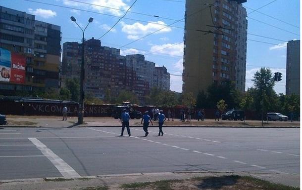 На Троещине киевляне протестуют против строительства ТРЦ