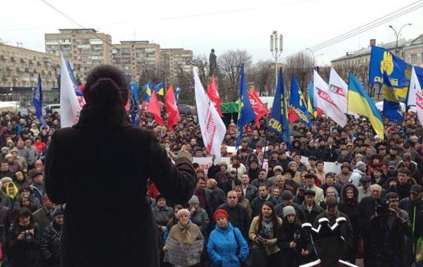 Почему украинский народ такой тупой что не может устроить себе достойную жизнь?