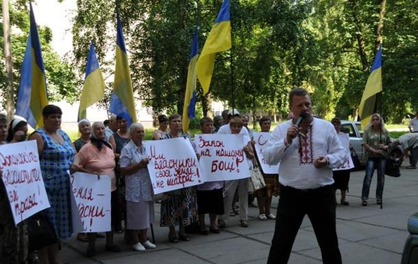 На Київщині в селян по рейдерськи забирають землю