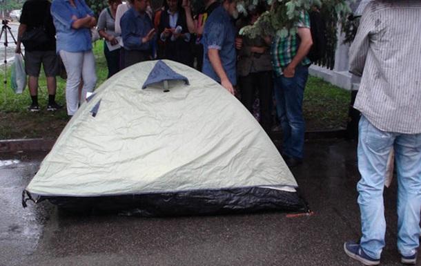 Журналисты разбили палатку у МВД и выдвинули требования (ВИДЕО)