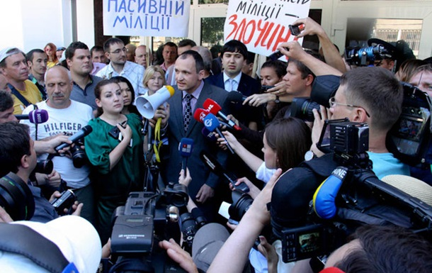 МВД, избиение журналистов, БТР и министр (ВИДЕО)