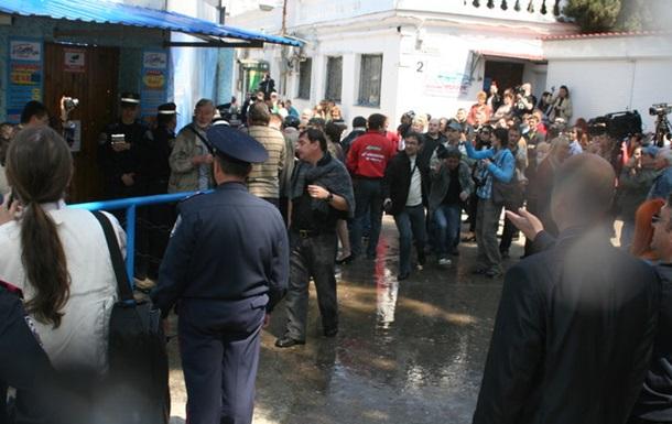 Рабочие  Щебзавода  будут бить бритоголовых рейдеров арматурой и бросаться камня
