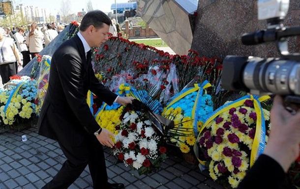 Квіти шани і мертивим, і живим, і ненародженим жертвам Чорнобиля...