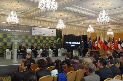 Між Сходом і Заходом: безпека і ризики України