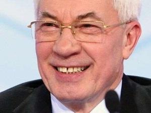 Азаров, виставляй Яценюку коньяк!