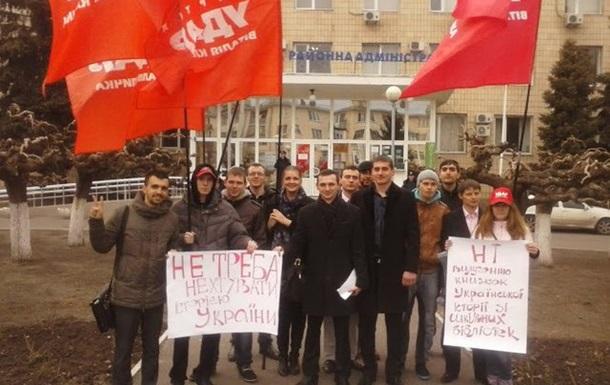 УДАР проти вилучення підручників української історії зі шкільних бібліотек!