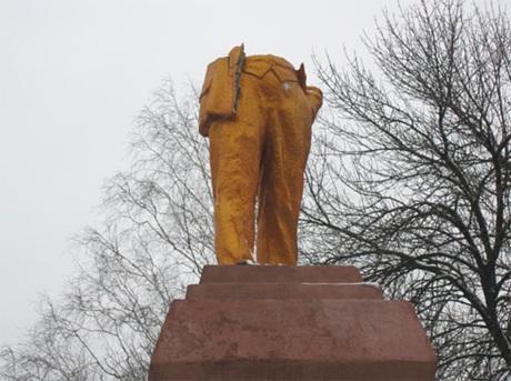 Для чого Свободі війна пам'ятників?