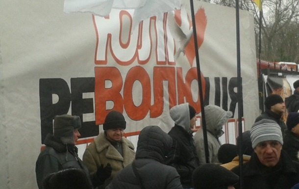 Как «Турчиновские бабушки» возле суд пикетировали! (ВИДЕО)