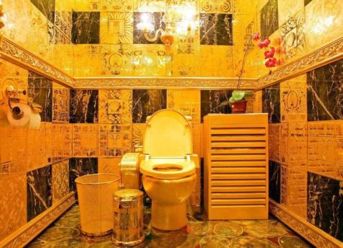 Окремі туалети для ВИЩОЇ КАСТИ