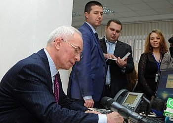 Азаров:  Спроси правительство онлайн .