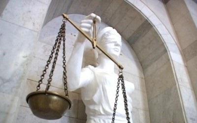 Суди захищають людей ... від правосуддя