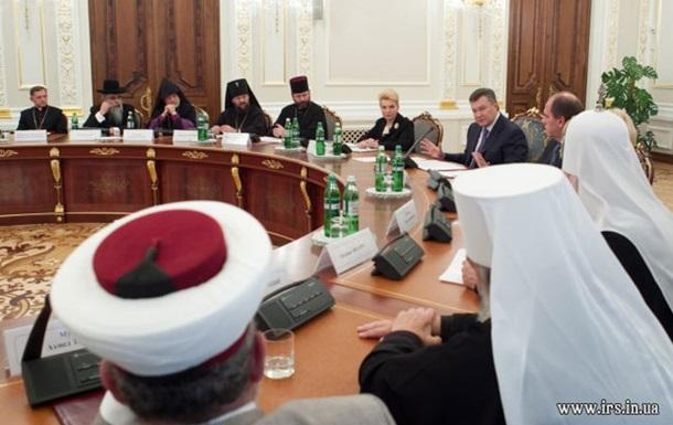 Янукович шантажирует церкви?