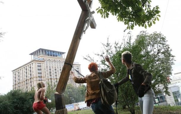 Пуськи бятые. Реакция блогосферы на акцию FEMEN в поддержку Pussy Riot
