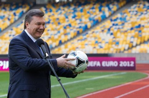 Футбол і політика: паралельні шляхи перетинаються