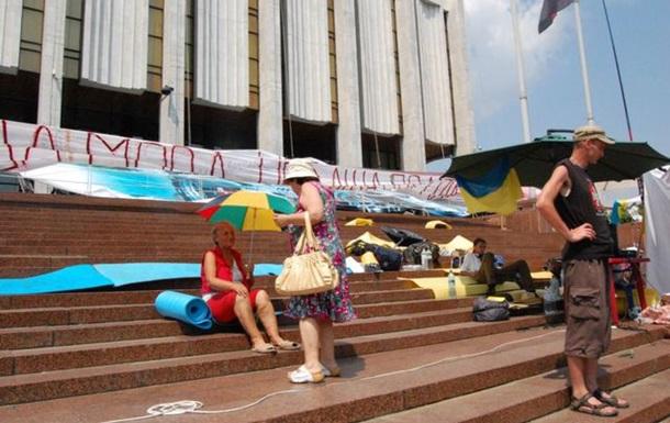 Голодування біля Українського дому – дорога в нікуди?..