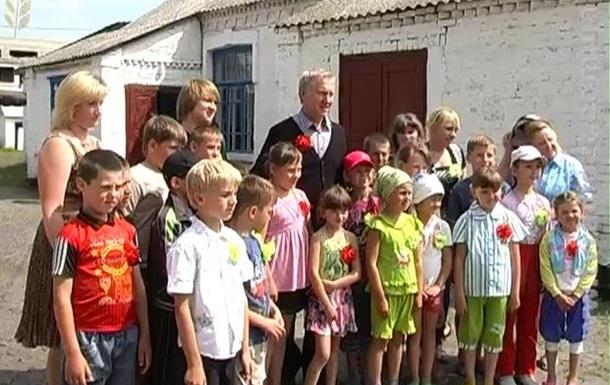Радник Президента, нардеп В.Журавський, підкуповує виборців Житомирщини (+ВІДЕО)
