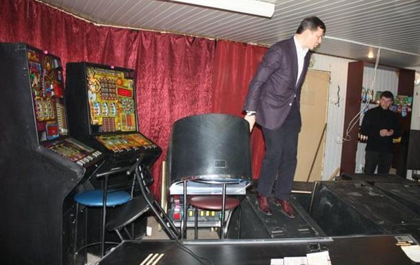 Олег Ляшко розгромив зал гральних автоматів у Кривому Розі