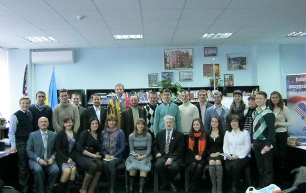 Молоді християни-юристи  зустрілися з Героєм України юристом Левком Лук яненком