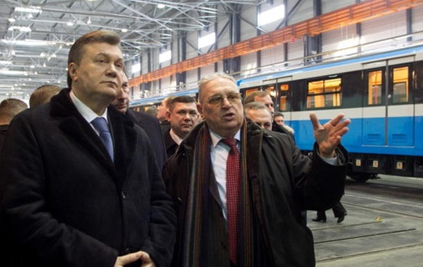 Показуха для Януковича. З Києва на завод у Крюків відправили діючі вагони метро