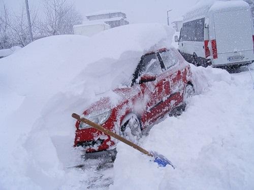 Нравится ли Вам как Попов убирает снег в Киеве?