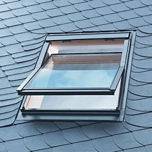 Как правильно оформить мансардное окно в новой квартире?