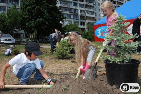 На Оболоні посадили перші  Сімейні дерева