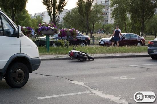 Пьяный скутерист сбил девочку на пешеходном переходе