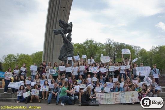 Обнимашки. Флешмоб в центре Киева