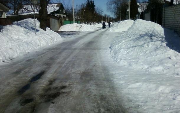 В Чернигове нет снега: на дорогах и остановках