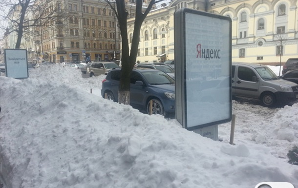 Снег в центре Киева. Кто что чистил, не понятно