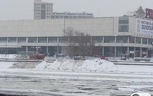 Власти Москвы заботятся о чистоте улиц, загрязняя реку Москва