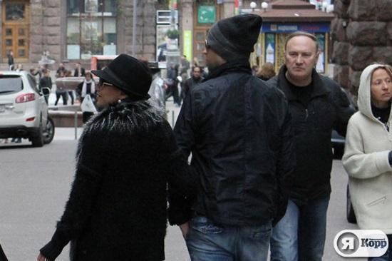Охрана Дженнифер Лопес расталкивала прохожих в киевском Пассаже