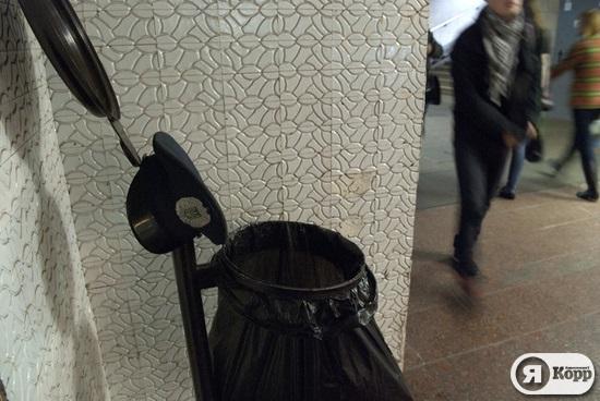Милицейская фуражка ищет хозяина в метро
